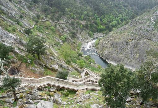 Pasadizos del Paiva, un sendero de 8,7 km hecho con pasarelas de madera